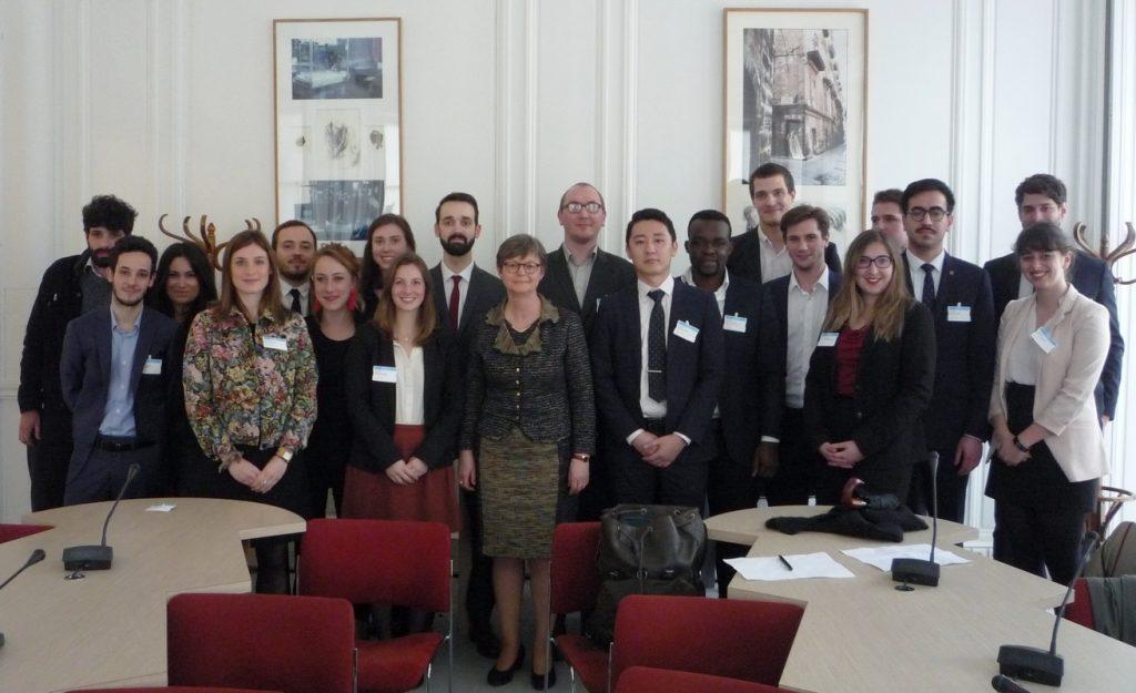 Christine Hennion, députée La République En Marche des Hauts-de-Seine, avec une partie des étudiants du Concours du Lobbying 2018