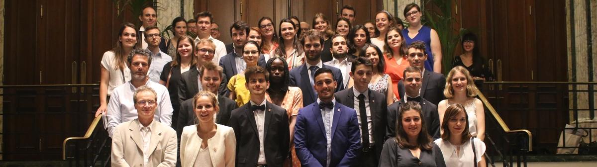 Ensemble des participants de l'édition 2019 du Concours du Lobbying : partenaires, jurés, marraine parlementaire et étudiants primés.