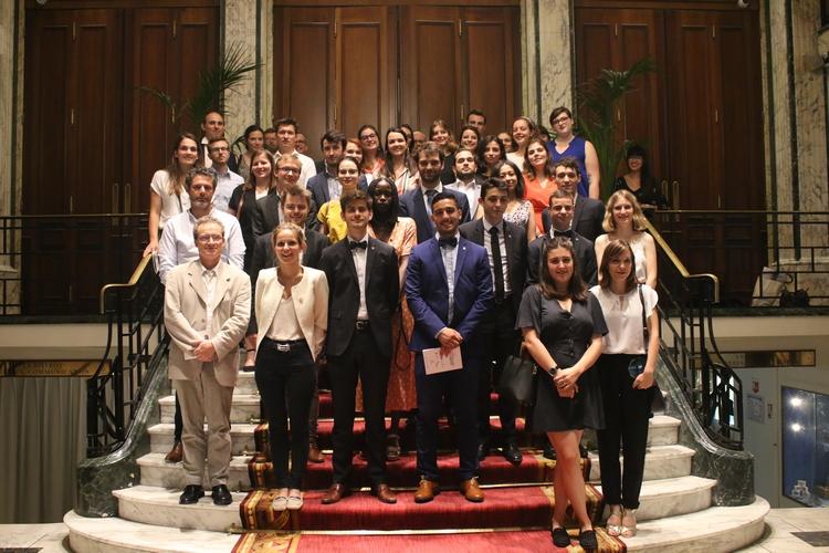 Ensemble des participants de l'édition 2019 du Concours du Lobbying : marraine du Concours Marie Lebec, partenaires, jurés indépendant, étudiants primés